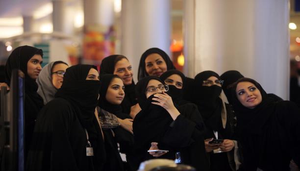 صورة المرأة السعودية والدعوة إلى التملص من ولاية الرجل.